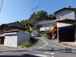 近鉄 中之郷駅付近から旧鳥羽小学校への坂道
