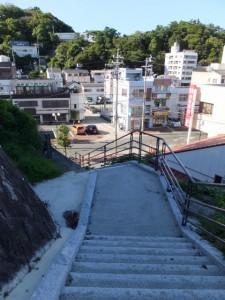 城山公園(鳥羽城跡)から鳥羽駅方向への階段