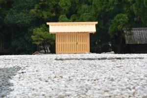 御正宮の古殿地に設置された心御柱の覆屋(外宮)