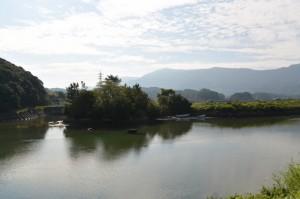 朝熊川と五十鈴川の交流点にある鏡宮神社