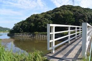 朝熊川に架かる朝熊橋(歩道橋)で鏡宮神社から朝熊神社へ