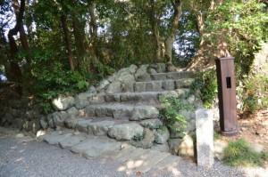 葭原神社への石階