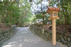 常夜燈が造替された参道(月讀宮)
