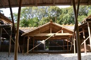 遷御の儀に向けて設営された雨儀廊から望む伊佐奈岐宮、月讀宮