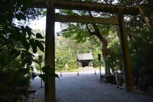 倭姫宮表参道入口の鳥居から望む黒門