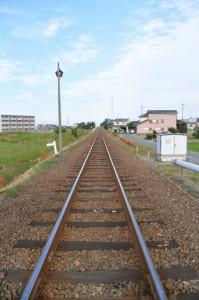 JR参宮線 大町踏切から望む五十鈴ヶ丘駅方向