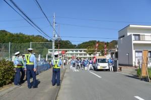 月讀宮お白石持行事の出発点である進修小学校の校門前