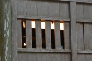 殿内に明かりが灯る忌火屋殿(内宮)