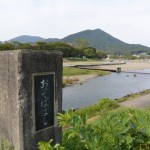 御側橋から望む五十鈴川の上流方向と鼓ヶ岳