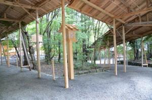 新御敷地(月讀宮)への参道と北側の御敷地への参道との分岐
