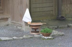 旧宿衛屋の前に準備された手水(月讀宮)