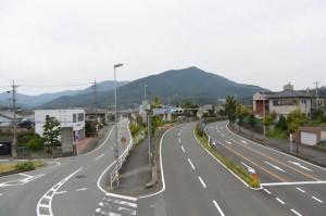 中村歩道橋(国道23号 中村町北交差点)から望む鼓ヶ岳