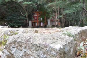 石段から望む火神社、中ノ地蔵堂(神倉神社)