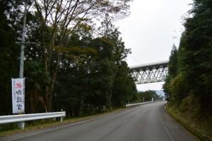 紀勢自動車道と交差する船木から三瀬川への道路