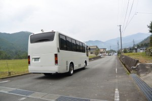 瀧原宮 お白石持行事1号車の出発地、三瀬川スクールバス待避所へ