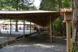 遷御に向けて雨儀廊が準備された瀧原宮
