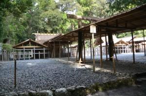 遷御に向けて雨儀廊が準備された瀧原竝宮