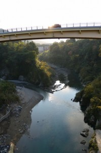 船木橋より望んだ宮川の上流側