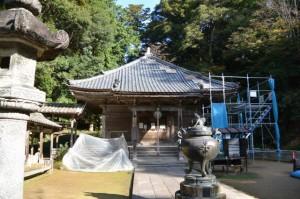 屋根修復工事中の大師堂(丹生大師 神宮寺)