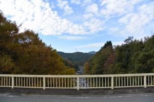 滝原大橋から望む大内山川の上流側