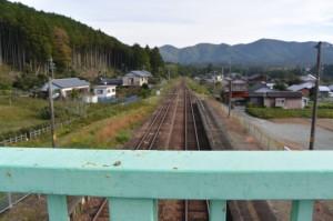 JR滝原駅の跨線橋から望む紀勢本線の多気駅方向