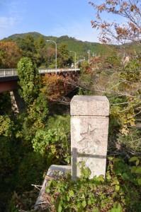滝原大橋(大内山川)東詰付近、古い橋の親柱