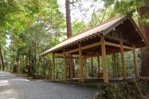 所管社の遷宮諸祭儀のために辛櫃などが準備された修祓所(瀧原宮)
