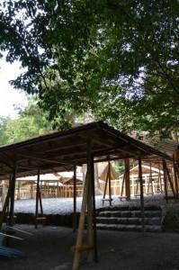 これから遷宮諸祭儀が斎行される長由介神社(川島神社を同座)の新社付近にて