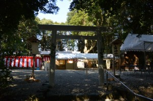 御遷座祭の準備が進められる上田神社(伊勢市中村町)