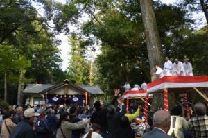 例祭、頭之福餅の餅まき(頭之宮四方神社)