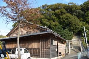 安楽島舞台と満留山神社への参道(鳥羽市安楽島町)