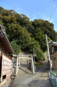 満留山神社への参道(鳥羽市安楽島町)