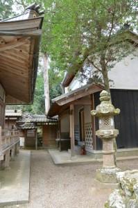 積田神社の拝殿、宝物殿(名張市夏見)