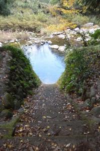 積田神社、名張川(供奉川)への階段(名張市夏見)
