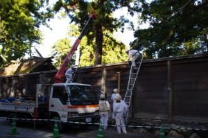 正宮の板垣取り外し作業(外宮) 2011年12月17日時点