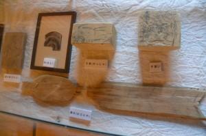 「安養寺跡出土遺物」の展示(賓日館)
