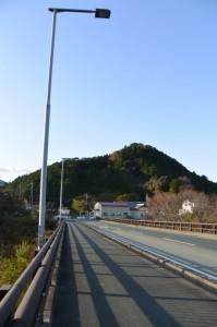 内城田大橋(宮川)から望む下久具の大岩方向
