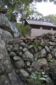 仙宮神社、本殿裏の磐座(南伊勢町河内)