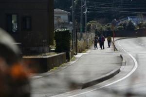 穂原神社付近を散策するハイカー(南伊勢町伊勢路)