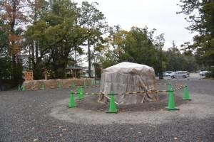 北御門参道口に準備された大篝火「どんど火」(外宮)