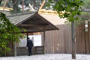 現在の殿舎と遷御に向けて御造営が進む新宮(土宮)