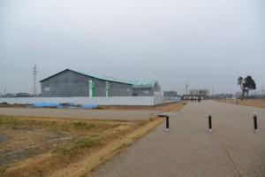 史跡斎宮跡復元工事現場と再現された区画道路(幅12m)