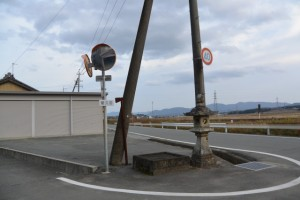 JR参宮線 前川踏切付近の常夜燈