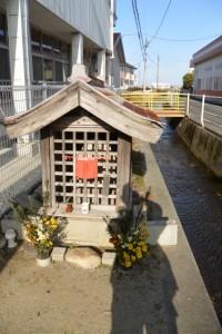 神戸保育園横の地蔵堂、伊勢-5