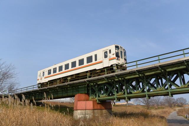 宮川桜の渡し跡(左岸)付近から望むJR参宮線