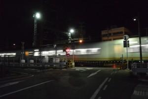 伊勢市駅近くの近鉄、JR共用踏切(自宅から外宮へ)