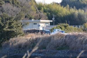 鏡宮神社(皇大神宮末社)付近に停車する辛櫃を載せた軽トラック