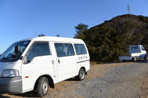 鏡宮神社付近に駐車する神宮司廳の車両