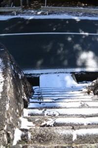 宇治岳道から伊勢志摩スカイラインを越えて近畿自然歩道の道標へ