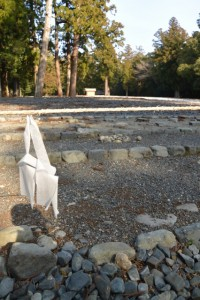またまた移動したお気に入りの丸い石(外宮の古殿地)